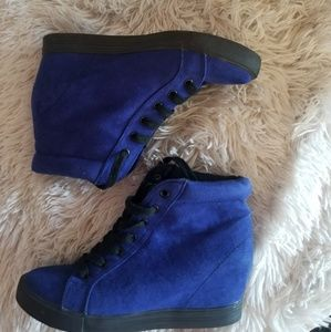 Blue suede lace-up sneakers size 6